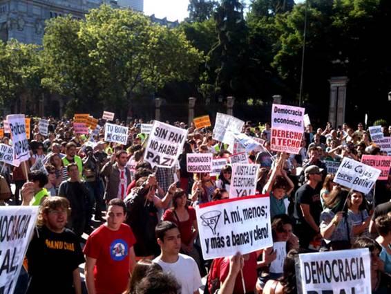 Manifestación - Podemos y su estrategia de NO posicionamiento | Estratedi, empresa de marketing en las rozas
